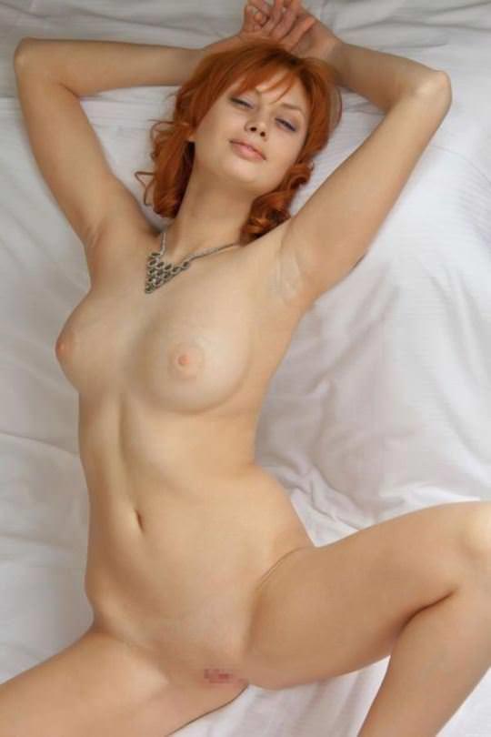【外人】綺麗な赤毛を身に纏った美乳おっぱいヌードのポルノ画像 5210