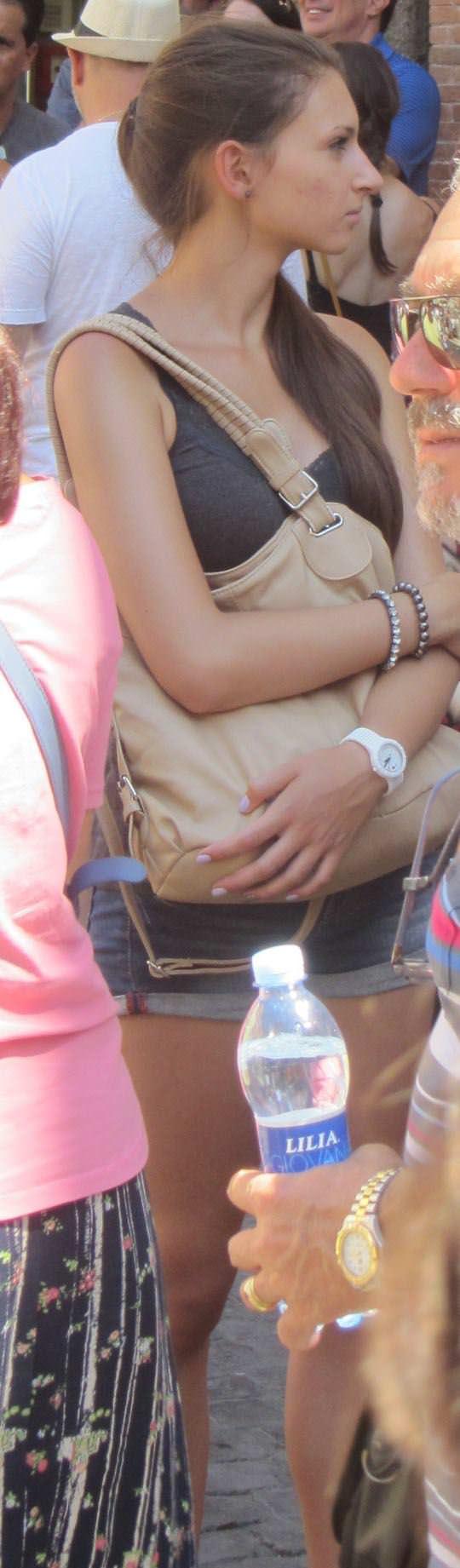 【外人】ローマで街撮りされちゃった女の子たちの着衣エロポルノ画像 55