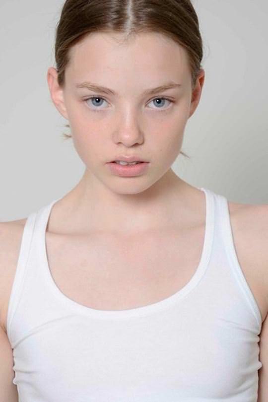 【外人】これぞ美少女顔なロリ娘クリスティン・フローセス(Kristine Froseth)のモデル写真ポルノ画像 554