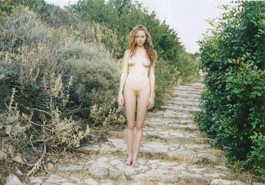【外人】イギリス人モデルのリリー・コール(Lily Cole)が赤毛のロリ少女の様なヘアヌードポルノ画像 610
