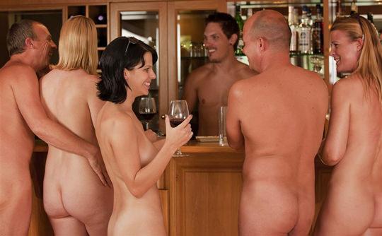 【外人】裸で居ることが大好きなヌーディスト達のアウトドアライフのポルノ画像 6112