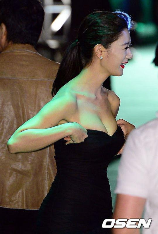 【外人】整形大国の韓国人美女のおっぱいが爆乳過ぎてめちゃシコなポルノ画像 633