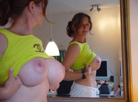 【外人】ボインボインの美巨乳おっぱいを自画撮りネット投稿する素人娘のポルノ画像 644