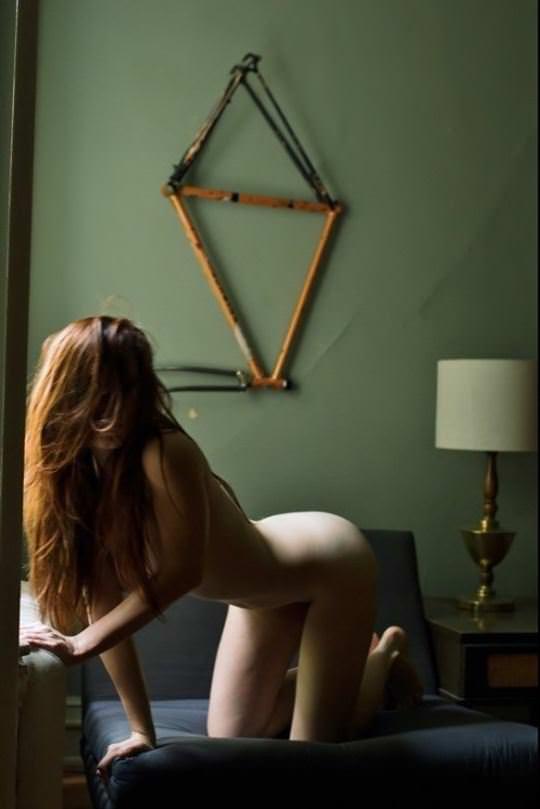 【外人】綺麗な赤毛を身に纏った美乳おっぱいヌードのポルノ画像 668