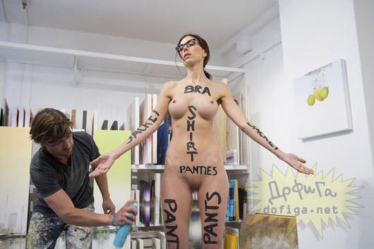 【外人】スイス生まれのヌードパフォーマーのミロモアレ(Milo Moiré)がただの露出狂なポルノ画像 7115