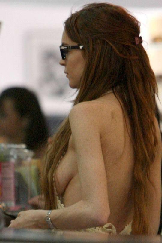 【外人】アメリカ人女優リンジー・ローハン(Lindsay Lohan)の豊胸おっぱいの横乳がめちゃエロいポルノ画像 717