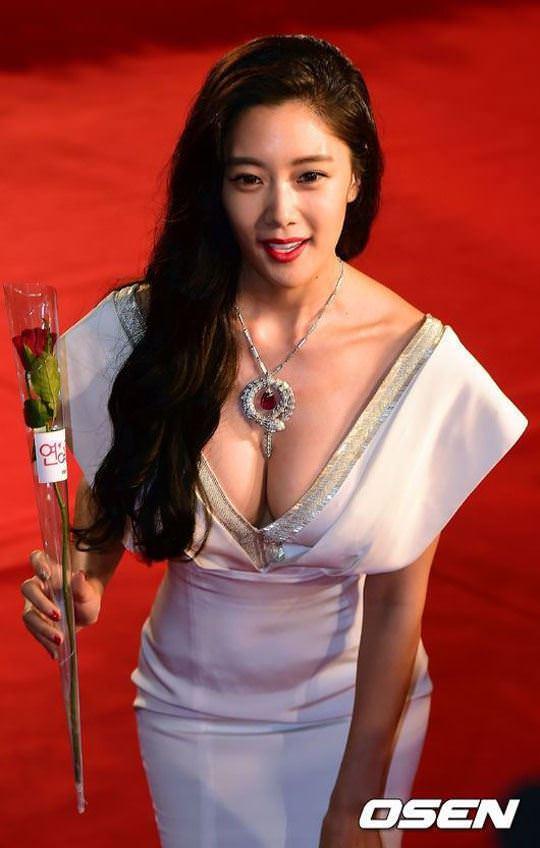 【外人】整形大国の韓国人美女のおっぱいが爆乳過ぎてめちゃシコなポルノ画像 733
