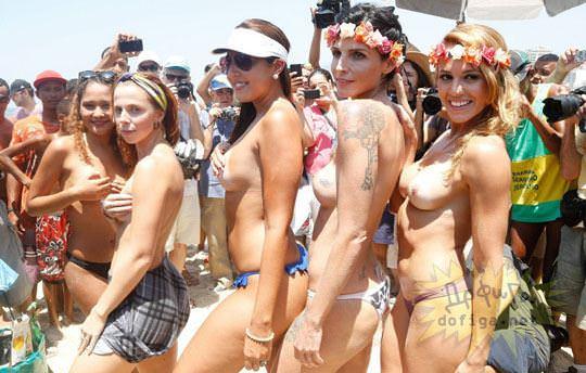 【外人】ブラジル人美女がトップレスで講義する誘惑半端ない露出ポルノ画像 74