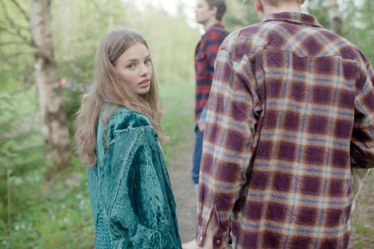 【外人】ロリータ顔のアメリカ人美少女モデルのクリスティン・フローセス(Kristine Froseth)が野外キャンプしてるポルノ画像 740
