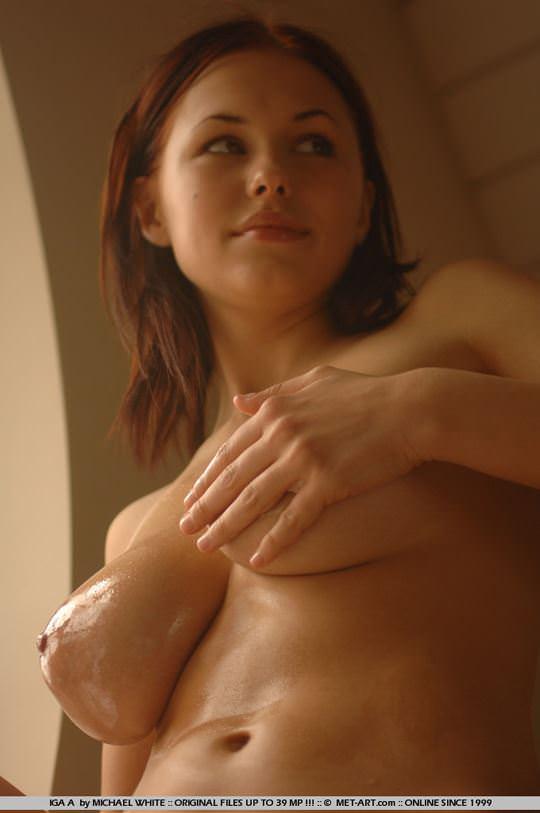 【外人】18歳でとろけるような爆乳ボディのイガ(Iga A)のダイナマイトセクシーヌードポルノ画像 771