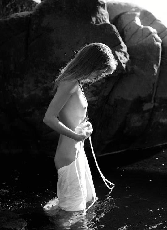 【外人】ロシアのヌードモデルスベトラーナ・クロック(Svetlana Cluck)のモノクロ露出ポルノ画像 783