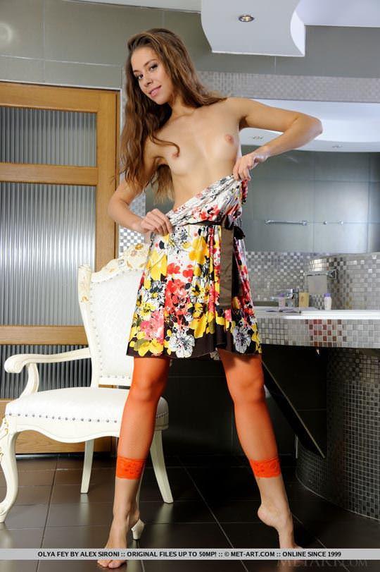 【外人】ロシア人モデルのオールヤ・フェイ(Olya Fey)の美乳おっぱいのパイパンまんこがエロいポルノ画像 786