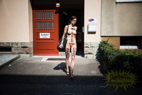 【外人】スイス生まれのヌードパフォーマーのミロモアレ(Milo Moiré)がただの露出狂なポルノ画像 8104