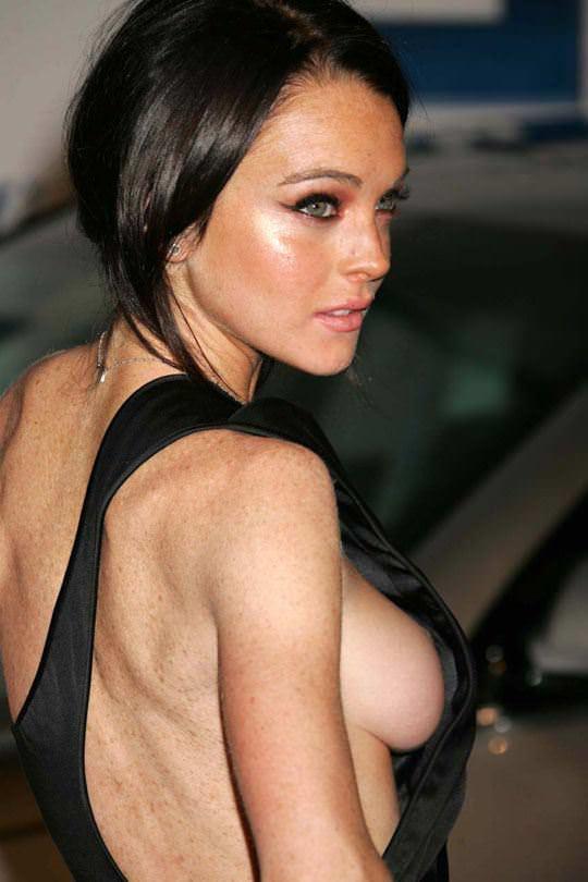 【外人】アメリカ人女優リンジー・ローハン(Lindsay Lohan)の豊胸おっぱいの横乳がめちゃエロいポルノ画像 815