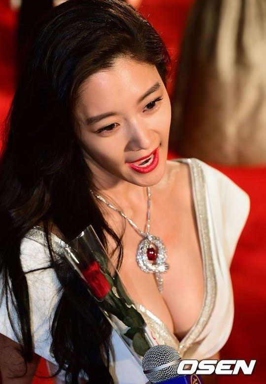 【外人】整形大国の韓国人美女のおっぱいが爆乳過ぎてめちゃシコなポルノ画像 830