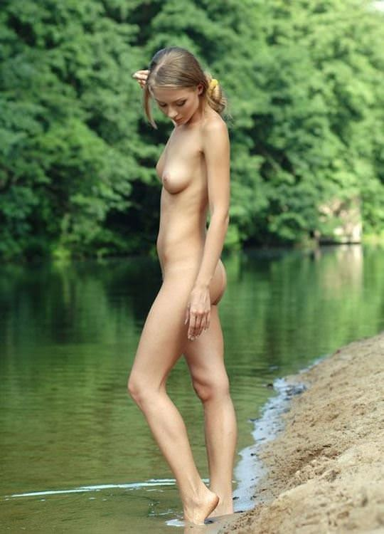 【外人】水辺で遊ぶ美女達が妖精のようで美しい露出ポルノ画像 835