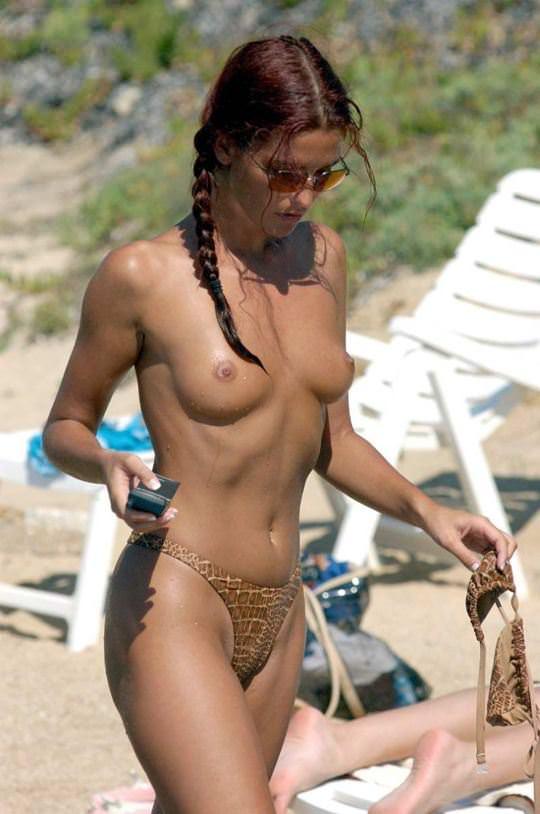 【外人】素晴らしき美巨乳を露わにビーチで遊ぶおっぱいギャル達の露出ポルノ画像 852