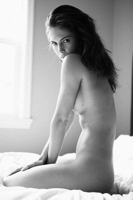 【外人】海外女性の整った顔立ちがモノクロ写真で際立つヌードポルノ画像 865