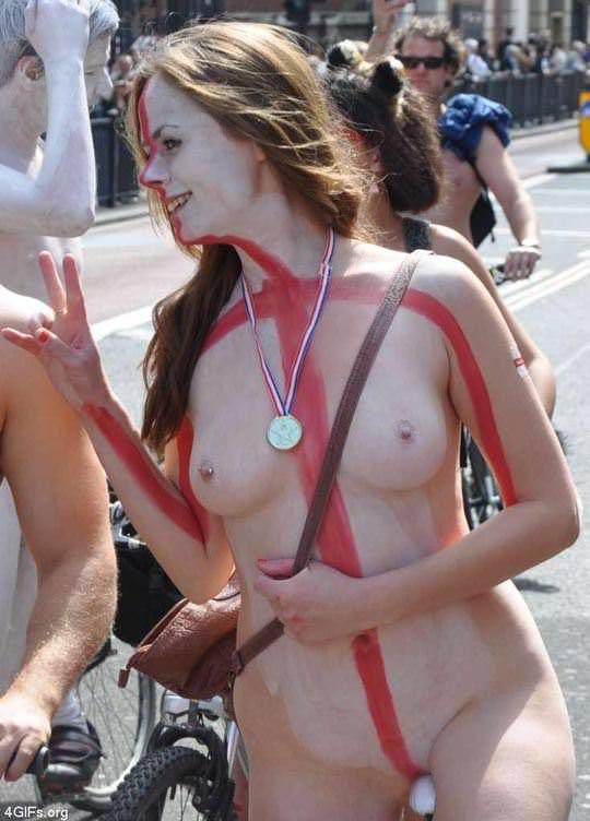 【外人】World Naked Bike Rideで全裸になってチャリに乗る美女達の街撮り露出ポルノ画像 884