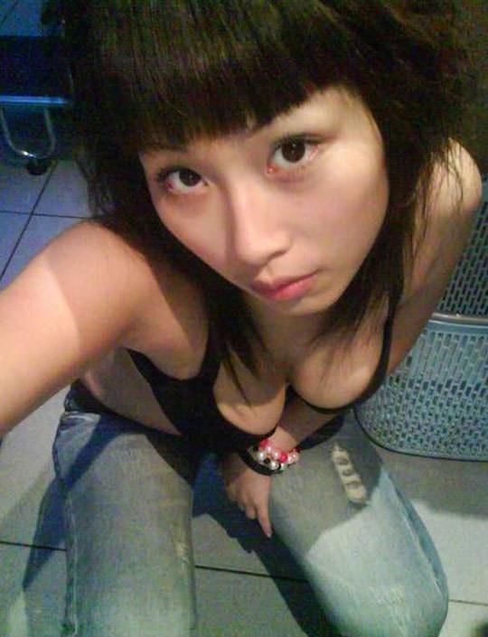 【外人】台湾人の激カワ素人娘が自慢の巨乳おっぱいを自画撮りしてネットうpのポルノ画像 89
