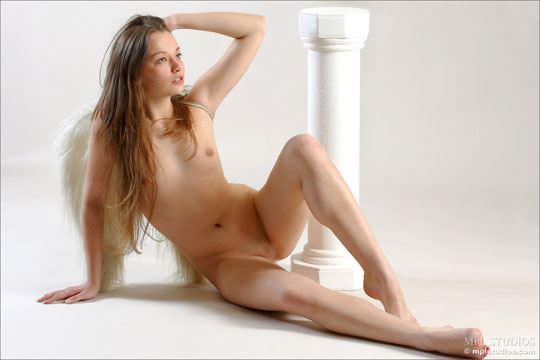 【外人】ガチで羽が生えたロシアン美少女リダ( Lida)のパイパンヌードポルノ画像 93