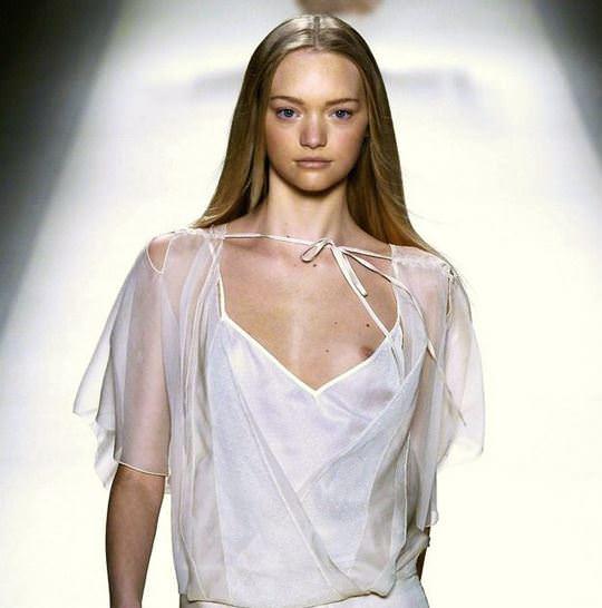 【外人】オーストラリア人モデルのドール顔ジェマ・ワード(Gemma Louise Ward)が貧乳おっぱい乳首チラポルノ画像 963