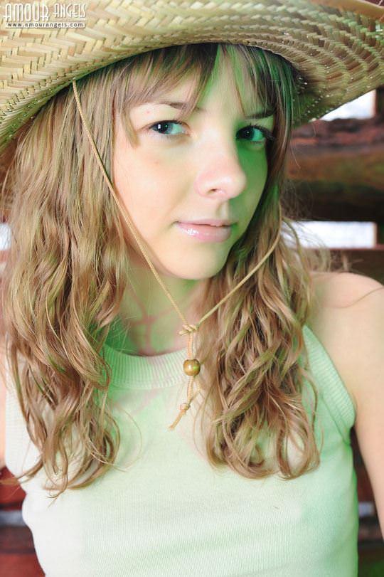 【外人】カウボーイのコスプレがめちゃ可愛いロシアン美少女のマン毛ヌードポルノ画像 97
