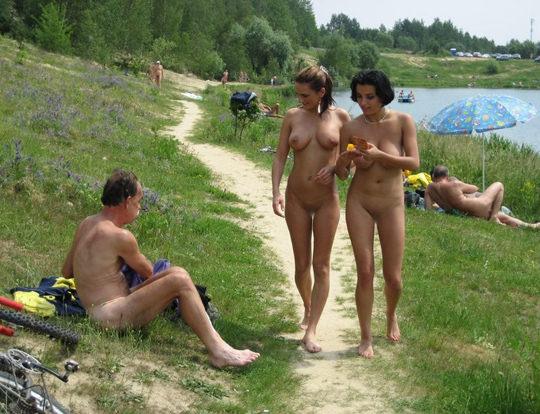 【外人】裸で居ることが大好きなヌーディスト達のアウトドアライフのポルノ画像 996