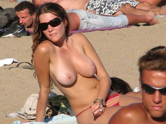 【外人】視姦や盗撮に気がつかないヌーディストビーチの巨乳おっぱい素人娘のポルノ画像 0127