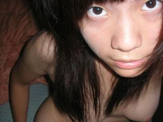 【外人】幼いあどけなさの残る中国人素人美少女のおっぱいとマンコのポルノ画像 015