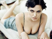 【外人】トゥームレイダーの主人公ララ・クロフトを演じたアンジェリーナ・ジョリー(Angelina Jolie)の巨乳おっぱいポルノ画像