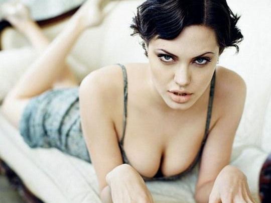 【外人】トゥームレイダーの主人公ララ・クロフトを演じたアンジェリーナ・ジョリー(Angelina Jolie)の巨乳おっぱいポルノ画像 0160
