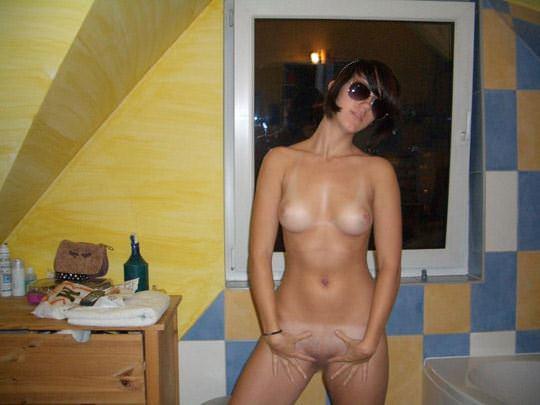【外人】成長したパイパンまんこを自撮りする海外素人のポルノ画像 0166