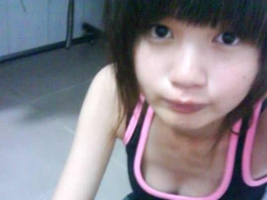 【外人】台湾ロリ娘が顔に似合わず巨乳おっぱいの谷間を自撮りするポルノ画像 0170