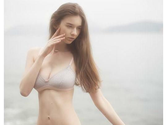 【外人】処女の様な北欧の天使オルガ(Olga B)の下着セミヌードポルノ画像 0172