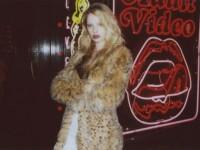 【外人】かっこ良すぎるオランダ人モデル ディオニ・タバーズ(Dioni Tabbers) のおっぱいの谷間がエロいポルノ画像