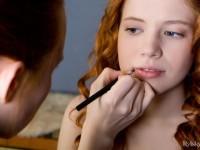 【外人】赤毛のロシアンヌードモデルのジリアン(Gillian)のマン毛とワキ毛のポルノ画像
