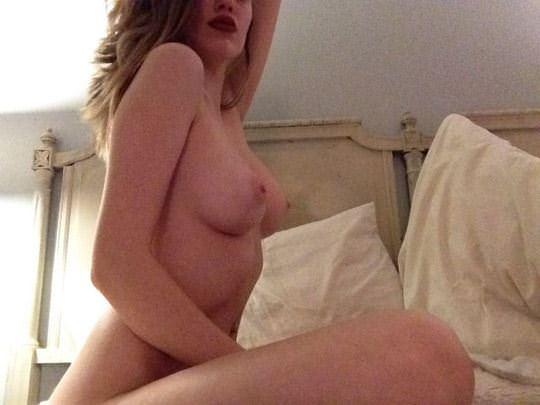 【外人】恥ずかしがり屋の巨乳美女が顔を隠してヌードを晒す素人ポルノ画像 104