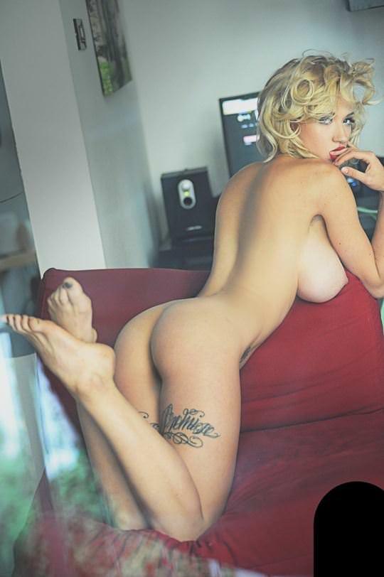 【外人】タトゥーで白い肌を着飾る白人美女のフルヌードポルノ画像 1051