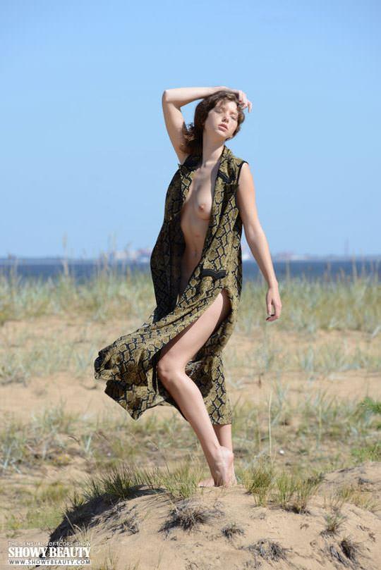 【外人】素朴なモデル、ロシアン女子大生マリ(Mari)の野外露出ポルノ画像 1209