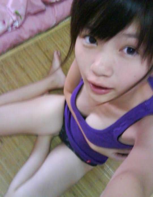 【外人】台湾ロリ娘が顔に似合わず巨乳おっぱいの谷間を自撮りするポルノ画像 1258