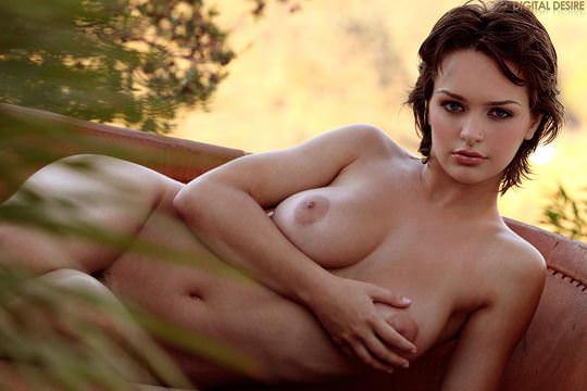【外人】アニメのヒロインの様に可愛すぎるヘイリー・レイン(Hailee Rain)という女豹の巨乳おっぱいポルノ画像 139