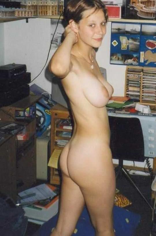 【外人】ピッチピチの若い素人海外ギャルが自撮りでフルヌード投稿ポルノ画像 1431