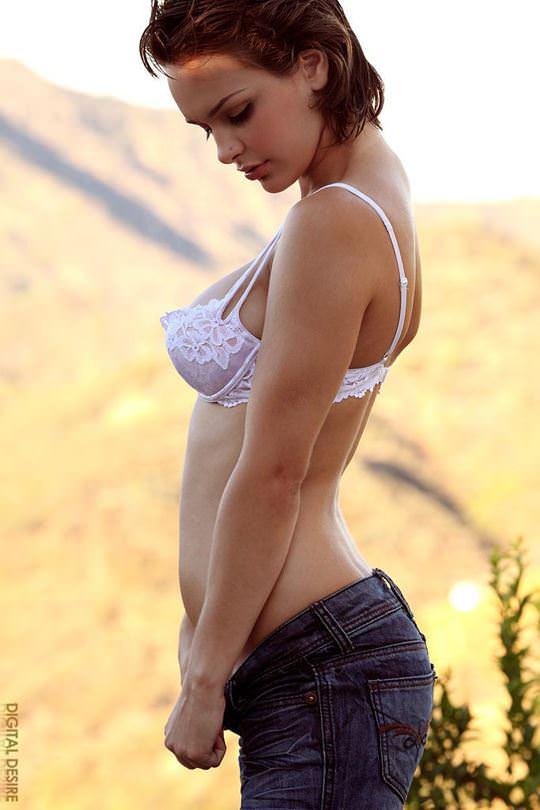 【外人】アニメのヒロインの様に可愛すぎるヘイリー・レイン(Hailee Rain)という女豹の巨乳おっぱいポルノ画像 157