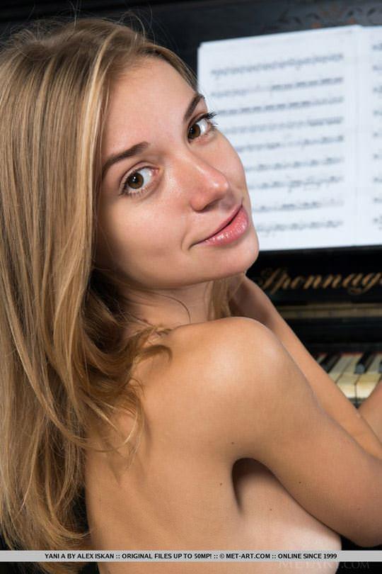 【外人】クッキリした顔立ち美人のウクライナ出身モデルのヤニ(Yani)のセクシーヌードポルノ画像 1636