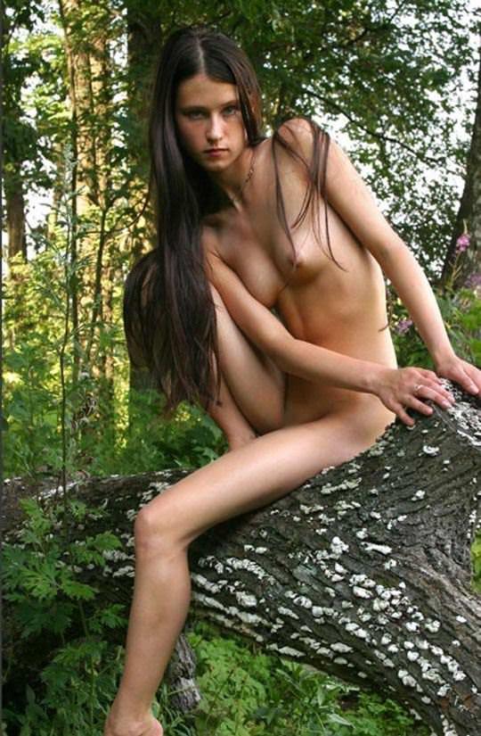 【外人】大自然でヌードグラビア撮影する妖精な白人美女達の野外露出ポルノ画像 1731