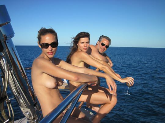 【外人】ヨットの上でトップレスになるカナダ人モデルのゾーイ・デュシェーヌ(Zoe Duchesne)のおっぱいポルノ画像 176