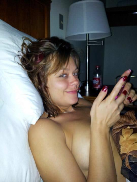 【外人】海外のエッチな素人がプライベートでヌードを自撮りしてネットにうpしてるポルノ画像 183