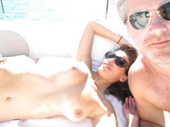 【外人】ヨットの上でトップレスになるカナダ人モデルのゾーイ・デュシェーヌ(Zoe Duchesne)のおっぱいポルノ画像 186
