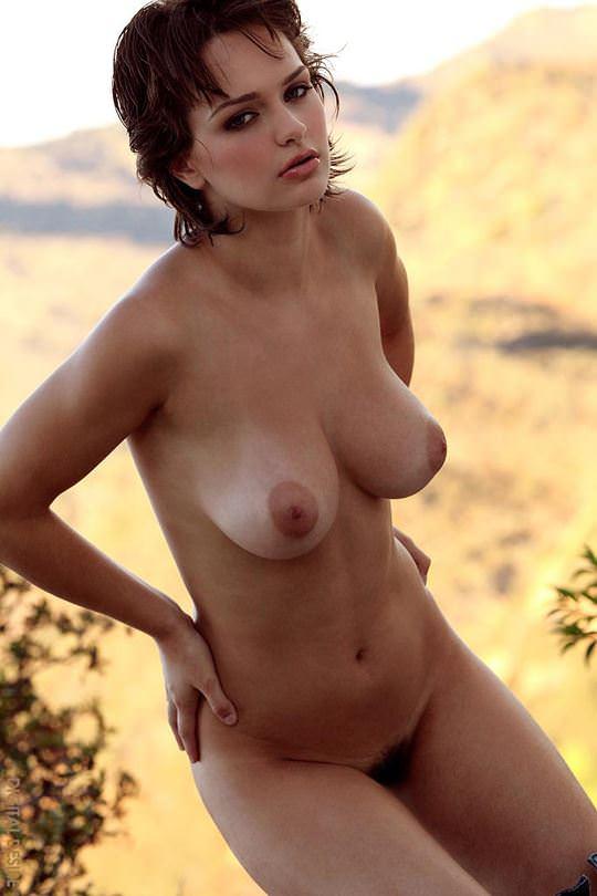 【外人】アニメのヒロインの様に可愛すぎるヘイリー・レイン(Hailee Rain)という女豹の巨乳おっぱいポルノ画像 198